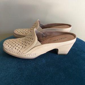 Rialto women's size 6 1/2 tan slide in heel
